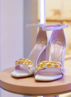 NEW CONCEPT BOUTIQUE OF STUART WEITZMAN
