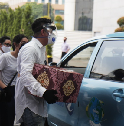888 Food Packages Donation to Taxi Drivers